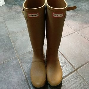 Tall tan hunter boots